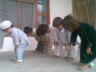 kids praying in jamaah